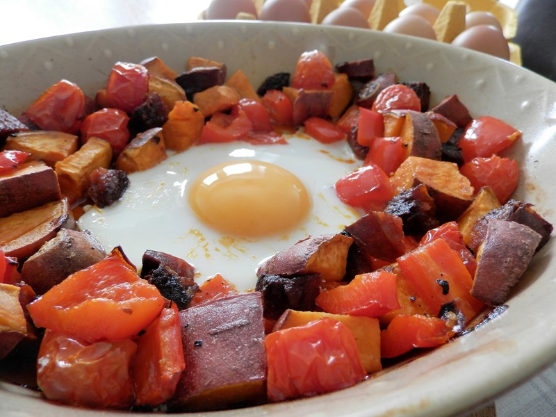 This Roasted Pepper, Chorizo and Baked Egg breakfast is huge on ...
